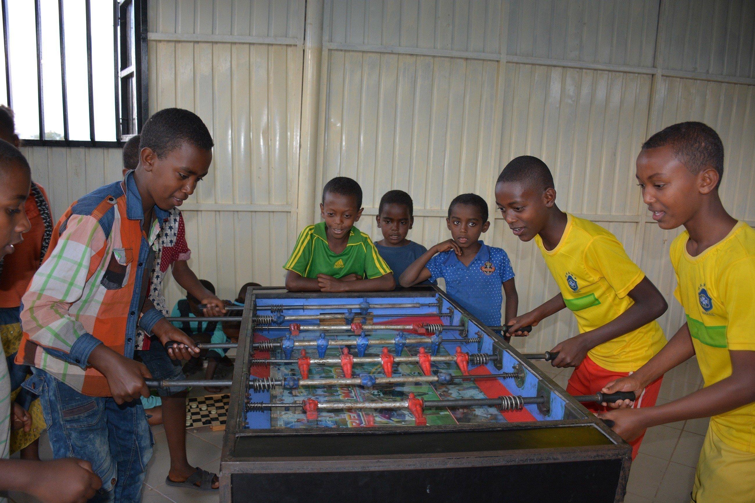 Un gruppo di bambini che giocano.
