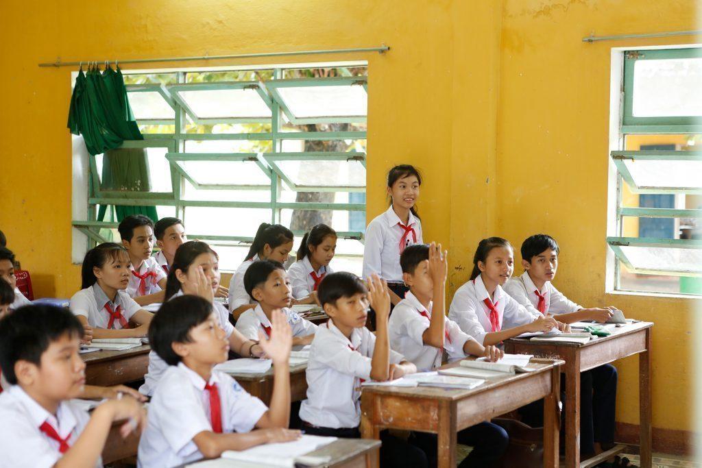 Bambini attenti a scuola.