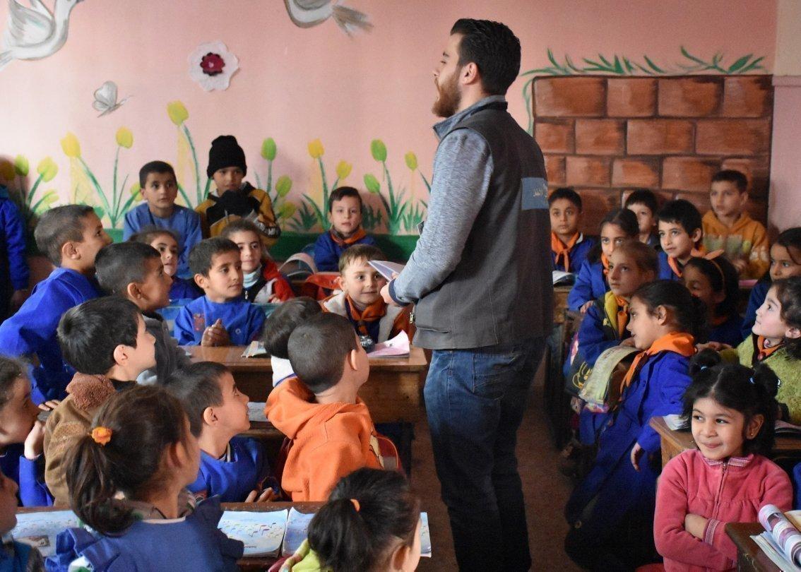 Insegnante con la sua classe in un SOS Villaggio dei Bambini in Siria