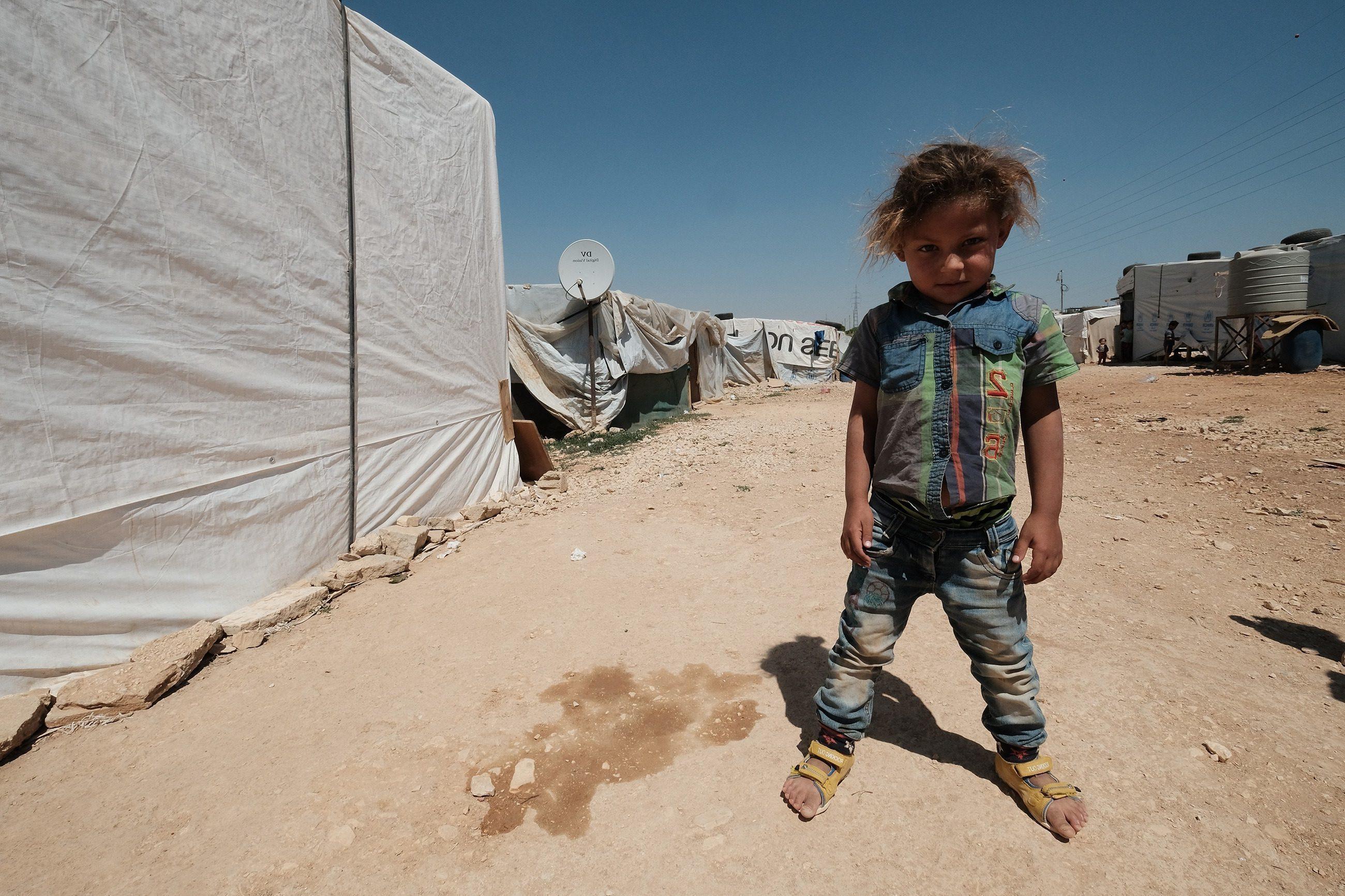 Bambino in un campo profughi in Siria