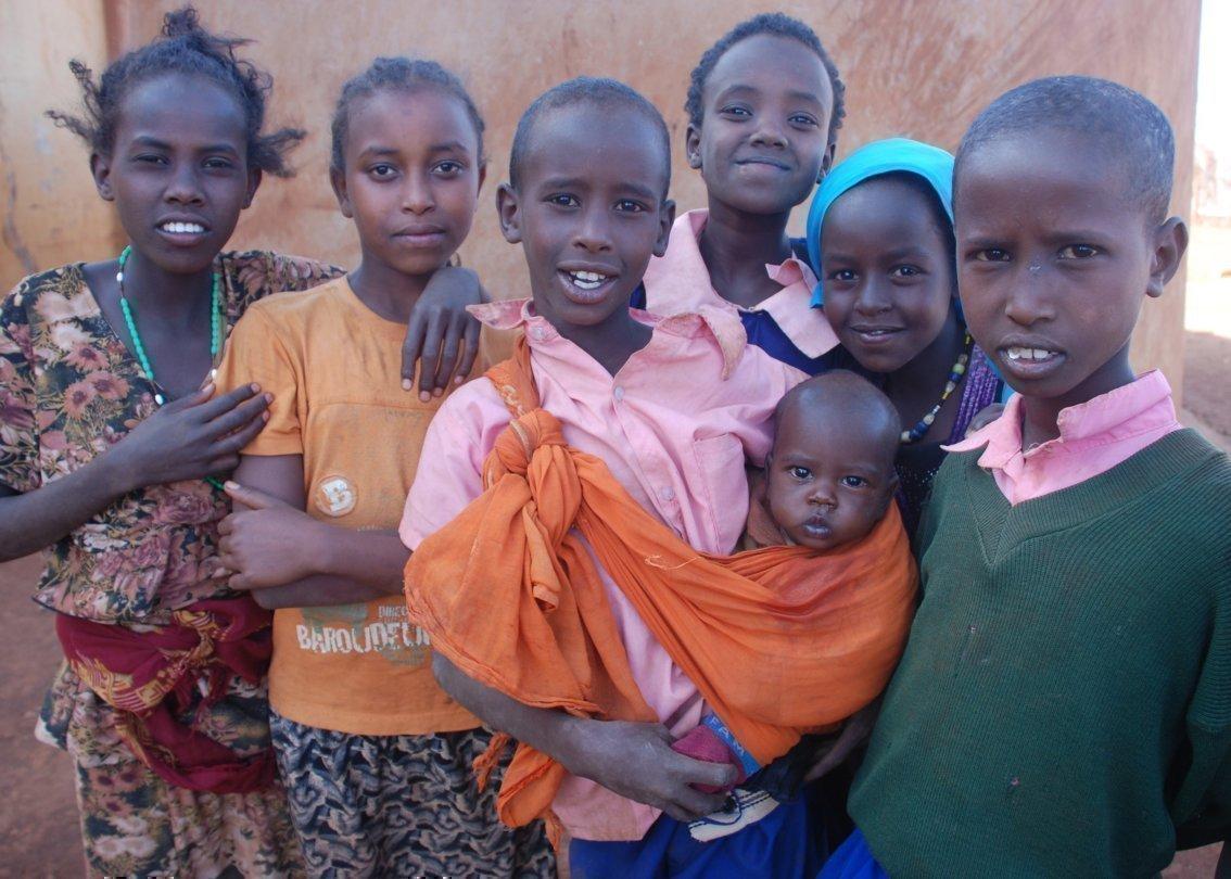 Famiglia africana con neonato.