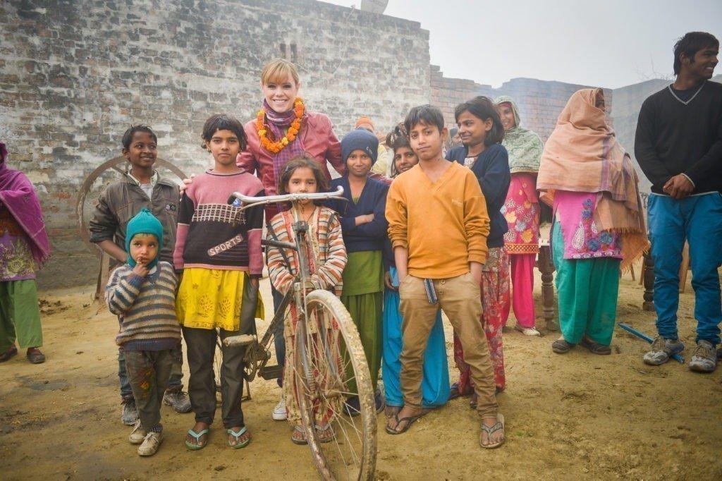 Francine Jordi visita SOS Villaggio dei bambini 2014