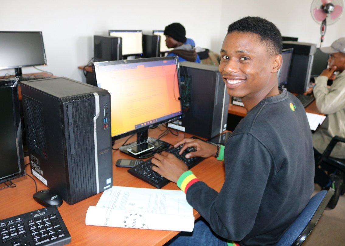 Un partecipante al programma di sviluppo giovanile in Lesotho.